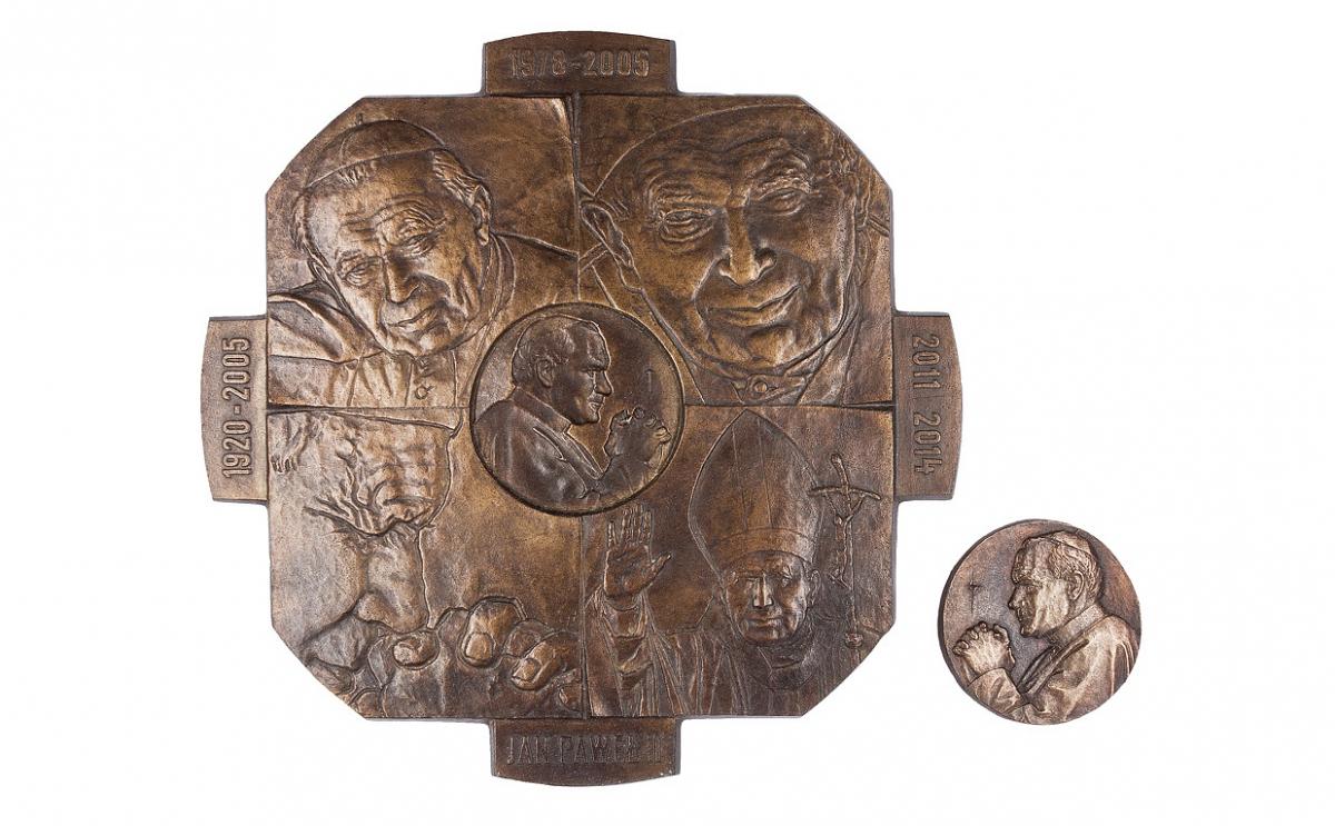 """Tadeusz Tchórzewski - """"Znak krzyża (rewers), brąz patynowany, medalion dwuczęściowy, 200 x 200, Φ 53 mm"""