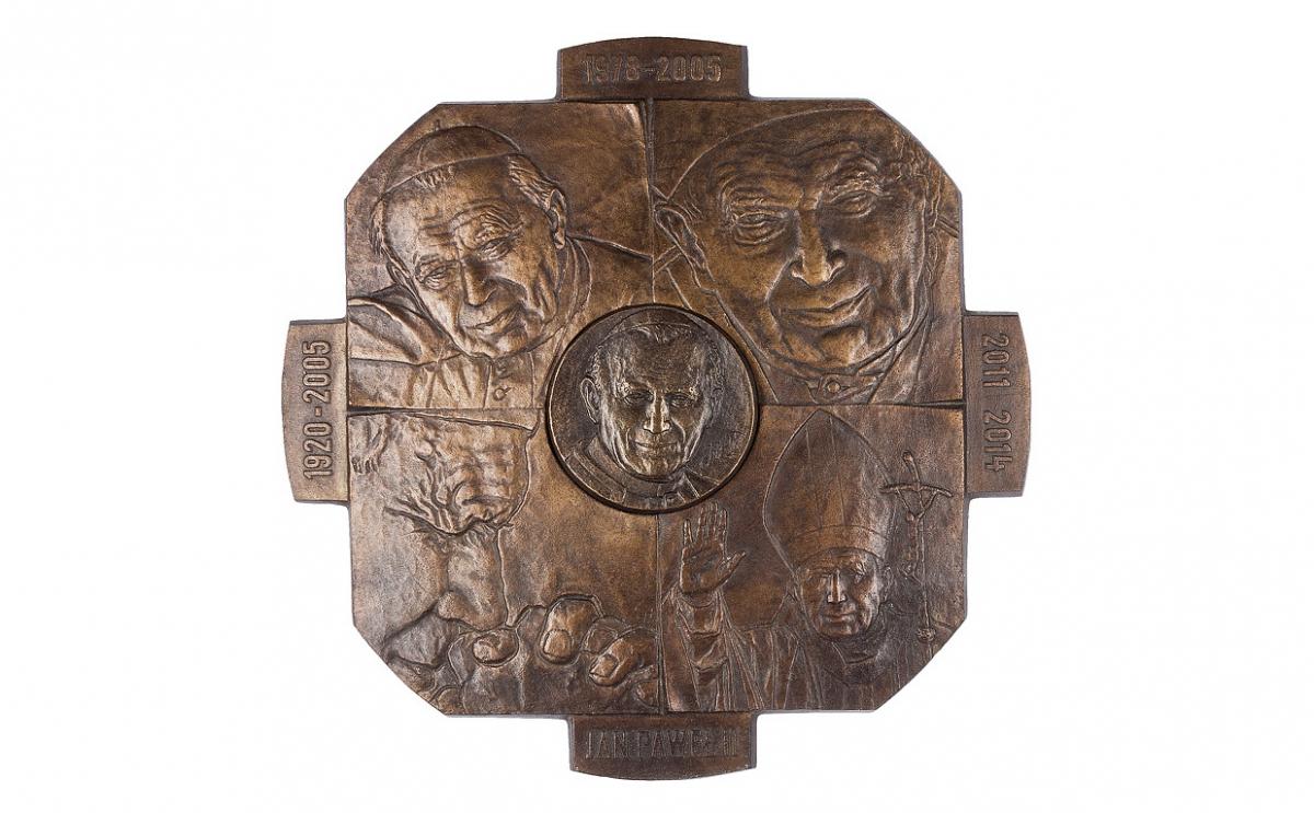 """Tadeusz Tchórzewski - """"Znak krzyża"""" (awers), brąz patynowany, medalion dwuczęściowy, 200 x 200, Φ 53 mm"""