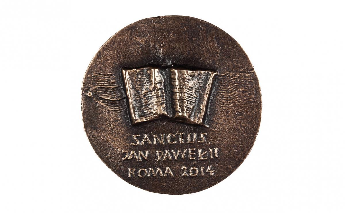 """Zygmunt Brachmański - """"Jan Paweł II - Święty"""" (rewers), brąz patynowany, Φ 83 mm"""