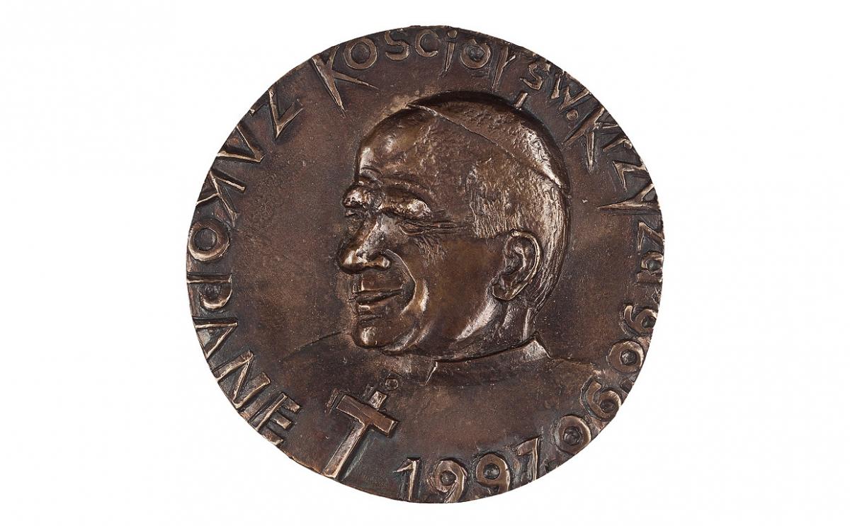 """Czesław Jałowiecki - """"Krzyż na Giewoncie"""" (awers), brąz patynowany, Φ 115 mm"""