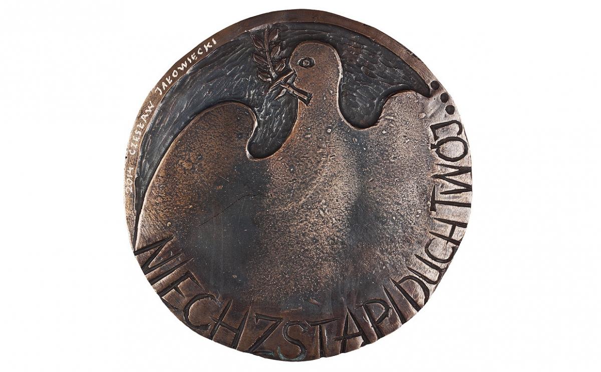 """Czesław Jałowiecki - """"Niech zstapi Duch Twój"""" (rewers), brąz patynowany, Φ 145 mm"""