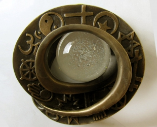 Majid jammoul - BÓG JEST JEDEN (rewers), brąz - szkło, 16 cm, 2016