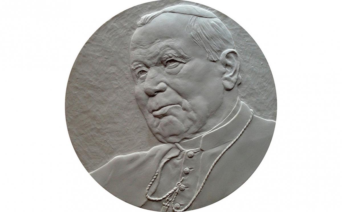 """Robert Kotowicz - """"Mój Jan Paweł II"""" (awers), brąz patynowany, Φ 100 mm"""