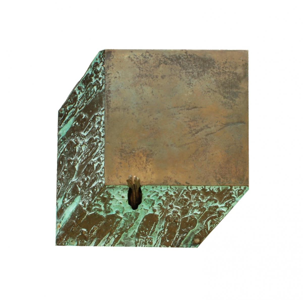 Wąsacz Józef - Z cyklu Mementa – Pomiędzy (rewers) –brąz, 15 x 16 x 3,3 cm, 2015
